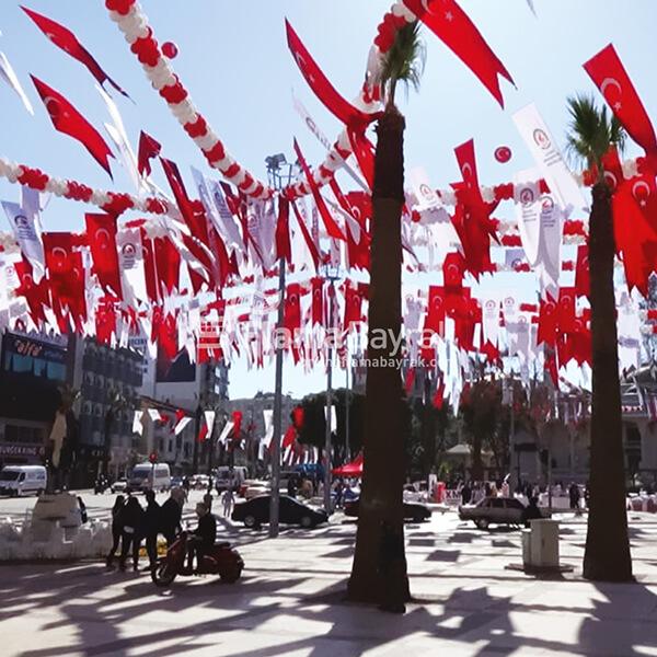 Kirlangic Meydan Bayraklari Türk Bayrağı